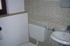 R8-0031-Separates WC