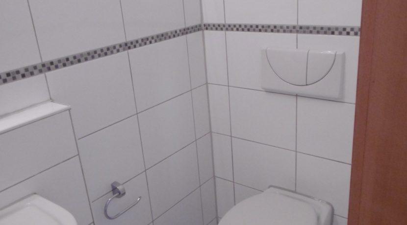 H1-0221-separates WC